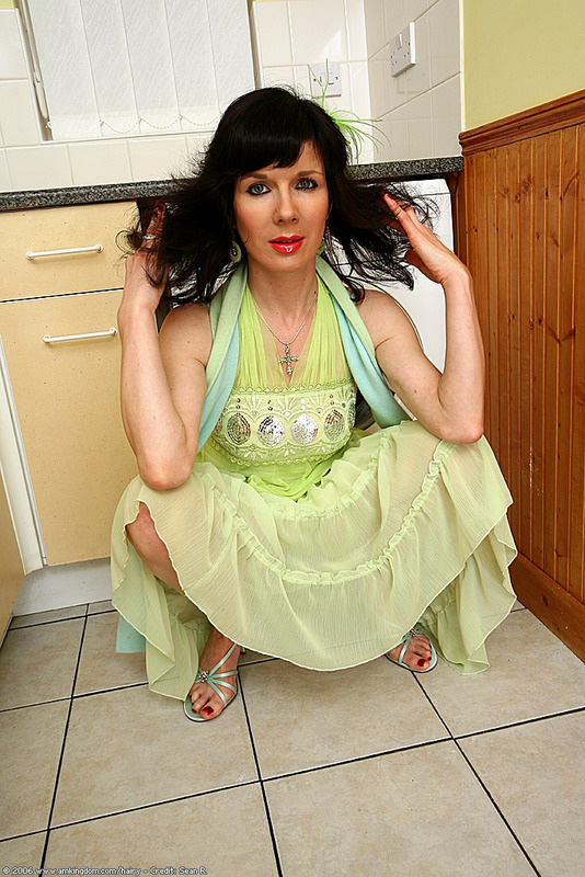 Free Gallery - Brunette mature babe with hairy cunt